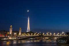 La lune au-dessus de la Tour Eiffel - Waxing crescent moon above the Eiffel Tower (ManuS UWPhotos) Tags: longexposure denuit paris eiffeltower d7200
