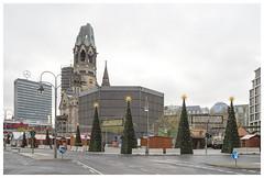 Hardenbergstraße / Breitscheidplatz (epha) Tags: berlin charlottenburg citywest gedächtniskirche weihnachtsmarkt weihnachten weihnachtsbaum christmas christmastree market weihnachtskarte europacenter