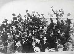 Hats off (National Library of Ireland on The Commons) Tags: devalera release prisoners republicanprisoners hats men crowd group celebration celebrating éamondevalera 1917 easterrising prisonerrelease 117 parkhurst maidstone portland lewes shorthair boaters cheapsuits