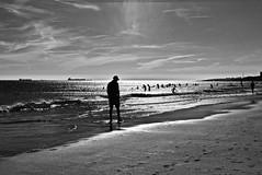 Carcavelos beach seascape (pedrosimoes7) Tags: seascape paisagemmarítima beach praia oceanoatlantico gente mar sky blackandwhite blackwhite pretoebranco lisboncascaiscoast carcavelosbeach portugal ✩ ecole des beaux arts✩ ✩ecoledesbeauxarts✩