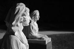 Zwei Sphingen (Lepantho) Tags: fujixt2 leicasummicronm50mm sphinx schlospark sw blackandwhite skulptur deutschland germany