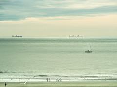 Plage et mer (MRI2009) Tags: merdunord mer nieuwpoort plage bâteau