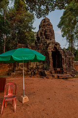 Banteay Kdei – Gate (Thomas Mülchi) Tags: banteaykdei angkor siemreap cambodia 2018 siemreapprovince gate umbrella chair hdr architecture krongsiemreap kh