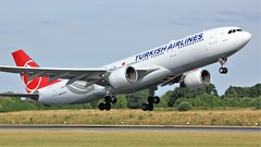 TC-LNA (AnDyMHoLdEn) Tags: turkishairlines a330 staralliance egcc airport manchester manchesterairport 23l