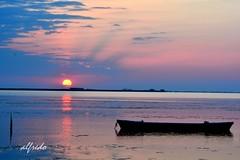Me gusta , cuando AMANECE (alfredo2057) Tags: alfredo azul agua sol sedas nublado laguna largaexposicion noche rojo nikon luz nocturna nubes color cielo barco