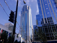 Emerald Frasier (WallisColours) Tags: アメリカ 空 2017年 夏 建築 建物 シアトル ワシントン州 ワシントン sky city sunny westcoast summer architecture building downtownseattle seattle washingtonstate washington pacific northwest pacificnorthwest pnw 1201 third avenue