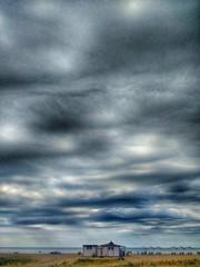 Barcelona. Playa de Castelldefels.  Él Odín. (Lucio José Martínez González) Tags: luciojosémartínezgonzáez europa europe españa spain catalunya cataluña catalonia barcelona castelldefels playa beach cielo sky nubes clouds bar odín arena sand mediterraneansea mediterráneo mar