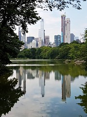 New York riflessa (central park -  NYC) (viola.v94) Tags: new york nyc usa state city town reflexes water architecture structure building skyscraper skyline park green samsung