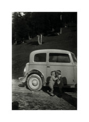 i gemelli a Tonezza - agosto 1936 (dindolina) Tags: italy italia tonezza tonezzadelcimone mountain montagna estate summer vacation vacanze 1936 1930s annitrenta thirties vintage family famiglia vignato twins gemelli history storia automobili auto car