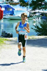 Skies 2 (Cavabienmerci) Tags: triathlon triathlete triathletes spiezathlon spiez 2018 switzerland suisse schweiz kid child children boy boys run race runner runners lauf laufen läufer course à pied sport sports running