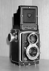 Rolleicord Va (Mattia Camellini) Tags: fujisuperia200 ilfosol3 developedbw mattiacamellini pentaxzoom105super analog pellicola film35mm rolleicordva cameraporn rollei twinlens biottica monochrome biancoenero bw bn canoscan9000fmarkii