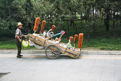 the brush man (Rasande Tyskar) Tags: china beijing 2010 street scene strase szene man men people menschen streetshot candid