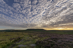 Higger Tor (l4ts) Tags: landscape derbyshire peakdistrict darkpeak goldenhour sunrise hathersagemoor higgertor heather moorland cloudscape clouds burbagevalley burbageedge dawn