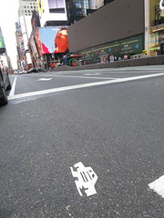 Short Stikman White Robot Tile Tmes Square NYC 7080 (Brechtbug) Tags: a return stikensian era white robot tile stikman broadway times square nyc street art graffiti tag tagging stencil cut out toynbee stickman asphalt figurative school flat action figures new york city 08102018 cross walk smoke 2018 stik man men curious streets summer heat august