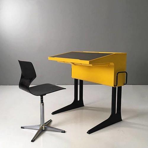 Soon on www.19west.de: a space age children's desk by Luigi Colani for Flötotto. . . . . . #19West #vintage #möbel #designklassiker #mcm #midcentury #modern #fifties #sixties #seventies #furniture #home #spaceage #luigicolani #flötotto https://ift.tt/2B0w