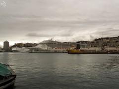 Navi come palazzi. Porto di Genova (diegoavanzi) Tags: genova genoa porto harbour port nuvole clouds italia italy ship nave mare sea