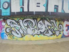 345 (en-ri) Tags: album nero bianco giallo arrow 2018 torino wall muro graffiti writing parco dora hans