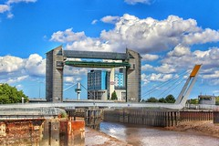 The tidal barrier, in Hull!😊🌞 (LeanneHall3 :-)) Tags: groupenuagesetciel tidalbarrier bridge riverhumber river building blue sky white clouds cloudsstormssunsetssunrises fluffyclouds talkativeclouds skyscape hull kingstonuponhull hullmarina landscape canon 1300d
