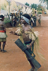 Muyu-Mandobo-011d (Stichting Papua Erfgoed) Tags: pietvanmensvoort msc papua stichtingpapuaerfgoed pace nieuwguinea nederlandsnieuwguinea irianjaya papuaheritagefoundation voormalignederlandsnieuwguinea
