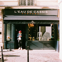L'eau de cassis (laurent.dufour.paris) Tags: 2018 afternoon agfaoptima100 analog analogphotography analogique aprèsmidi argentique believeinfilm boutique candid canoneos1v capturestreets city colors couleurs dreaminstreets europe everydayeverywhere extérieur filmfeed filmforever filmisalive filmisnotdead filmphotography films france fromstreetswithlove generationstreet hiver iloveparis ishootfilm iledefrance keepfilmalive lavieencouleur lensonstreets life paris people photographiederue regardsparisiens rue sp3000 storyofthestreet storyofthestreets streetfocuson streetphoto streetphotography streetphotographyinternational streetofparis theanalogproject thefilmcommunity thestreetphotographyclub thestreetphotographyhub ville wearethestreets wearethestreet winter worldstreetfeature zonestreet