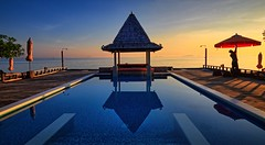 Morning light, Thailand (Vest der ute) Tags: g7xm2 g7xll thailand sea sky earlymorning reflections mirror pool poolbar man parasol horizon shower fav25 fav200