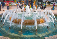 Fountain @ Mel Lastman Square (A Great Capture) Tags: yongestreet urban busy city centre northyork mellastmansquare fountain agreatcapture agc wwwagreatcapturecom adjm ash2276 ashleylduffus ald mobilejay jamesmitchell toronto on ontario canada canadian photographer northamerica torontoexplore summer summertime été sommer 2018
