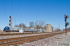 Charger At Lenox (tim_1522) Tags: railroad railfanning rail illinois il lenoxtower searchlight signals cpl colorpositionlight trilight nyc wabash gmo up unionpacific altonsouthern as springfield sub subdivision ns norfolksouthern amtrak passenger sc44 charger lincoln service