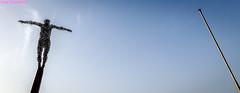 Hombre matálico. 04. Morro Jable, Fuerteventura, septiembre 2017. (Jazz Sandoval) Tags: 2017 azul artistic blanco black blue contraste canarias color curiosidad curiosity calle colour city ciudad contrast contraluz cielo digital day dìa dirección elfumador españa exterior enlacalle equilibrio escultura estatuahumana fotografíadecalle fotodecalle fotografíacallejera fotosdecalle fuerteventura hierro white islascanarias ilustración jazzsandoval sky luz light lines lineas monocromática monócromo metal morrojable negro nero quieto mástil gráfico streetphotography streetphoto siluetas solo uno unico