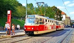 Tram dans la ville de Prague. (lescamionsdeurope) Tags: prague républiquetchèque transportencommun tram train ville