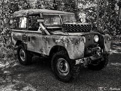 180710-13 Land Rover (clamato39) Tags: car pickup old vieux noiretblanc blackandwhite bw monochrome provincedequébec québec canada