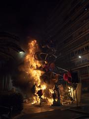 Fuego de San Juan (joaquinain) Tags: fogueres san juan sant joan alicante alacant nocturnas fiestas nightly saint john social street calle urbana urban olympus omd em12 sigma