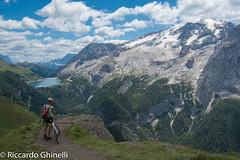 Viel dal Pan (Riccardo Ghinelli) Tags: canazei fedaia marmolada mountainbike dolomiti lago montagna