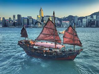 Old Boat on Hong Kong Harbor (Hong Kong, China. Gustavo Thomas © 2018)