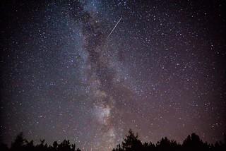 Milchstraße und Perseiden- Sternschnuppe