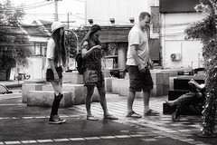 (a└3 X) Tags: alexfenzl black withe blackwithe olympus streetphoto people person blackandwithe monochrome streetphotography bw 3x city citylife urban menschen thailand chiangmai girl a└3x