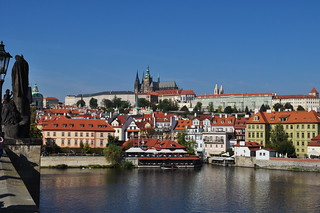La Vltava, Mala Strana et la colline du château, Prague, République Tchèque.