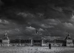 Palacio de Versalles (Jesús Jiménez Domínguez) Tags: palacio palace versailles versalles nubes clouds arte art paisaje landscape blancoynegro blackandwhite bandw monumento monument culture cultura arquitectura architecture
