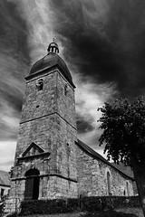 Sur le village silencieux, écrasé par la chape solaire, le clocher de l'église semblait veiller (.urbanman.) Tags: eglise eglisesaintpierre translaforêt illeetvilaine bretagne noiretblanc blackandwhite clocher horloge