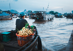 sớm (aitortxugomez) Tags: vietnam mekong river market floating travel explore can tho