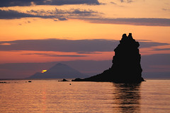 More Vulcano Sunset (hapulcu) Tags: aeolianislands isoleeolie isulieoli aeolian italia italie italien italy lipari mediterranean messina sicile sicilia sicily sizilien vulcano primavera printemps spring αιολίδεσνήσοι