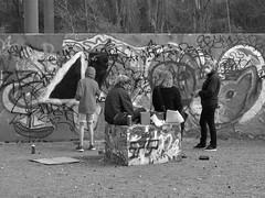 Vid graffitiväggen Draken i Röda sten i Göteborg 27 april 2018 (biketommy999) Tags: konst art göteborg rödasten sverige sweden 2018 biketommy biketommy999 text svartvitt blackandwhite