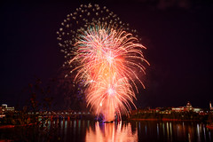 100A1056 (CdnAvSpotter) Tags: 2018 aug 4 casino lacleamy sound light fireworks les grand feux ottawa river nightphotography long exposure spain