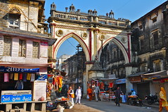 India- Gujarat- Junagadh (venturidonatella) Tags: india asia gujarat junagadh people persone gentes nikon nikond300 d300 street strada streetscene streetlife archi arco arch colori colors