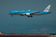 Dutch Dream (SBGrad) Tags: 200500mmf56e 2018 787 7879 787900 alr d90 dreamliner klm ksfo nikkor nikon phbhn sfo sanfrancisco sanfranciscointernational skyteam airplane airport aero:man=boeing aero:model=787 aero:series=900 aero:airline=klm aero:tail=phbhn aero:airport=ksfo aerotagging