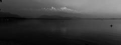 Die Sonne ist untergegangen (Uwe Wieteck) Tags: dunst chiemsee gewitter panorama