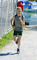 Focused (Cavabienmerci) Tags: triathlon triathlete triathletes spiezathlon spiez 2018 switzerland suisse schweiz kid child children boy boys run race runner runners lauf laufen läufer course à pied sport sports running earring earrings