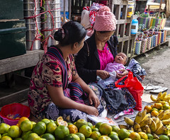 El mercado, la vida (Nebelkuss) Tags: myanmar nyaungshwe lagoinle inlelake asia birmania burma mercado market fujix100t