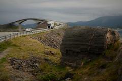 fra atlanterhavsveien (KvikneFoto) Tags: møreogromsdal bru bridge landskap kyst coast tamron nikon bil car