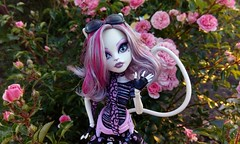 Cat in flowers (KT▲Kate_and_Tanya) Tags: monster high catrine demew cat cats doll dolls mattel scaris city frights