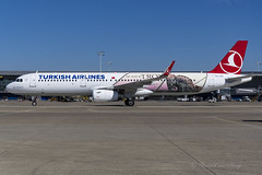 THY_A321SL_TCTJP_Troy2018_BRU_JUL2018 (Yannick VP) Tags: civil commercial passenger pax transport aircraft airplane aeroplane jet jetliner airliner turkish airlines tk thy airbus a321 321200 sl sharklets tctjp 2018yearoftroj troj special livery paint colours colors airside platform tarmac taxi brussels airport bru ebbr belgium be europe eu july 2018 aviation photography planespotting airplanespotting